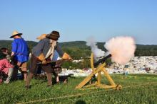 Master Gunner Michael Stuart firing the cannon to start the heavy field battle.  Photo by Simon Casper Joder.